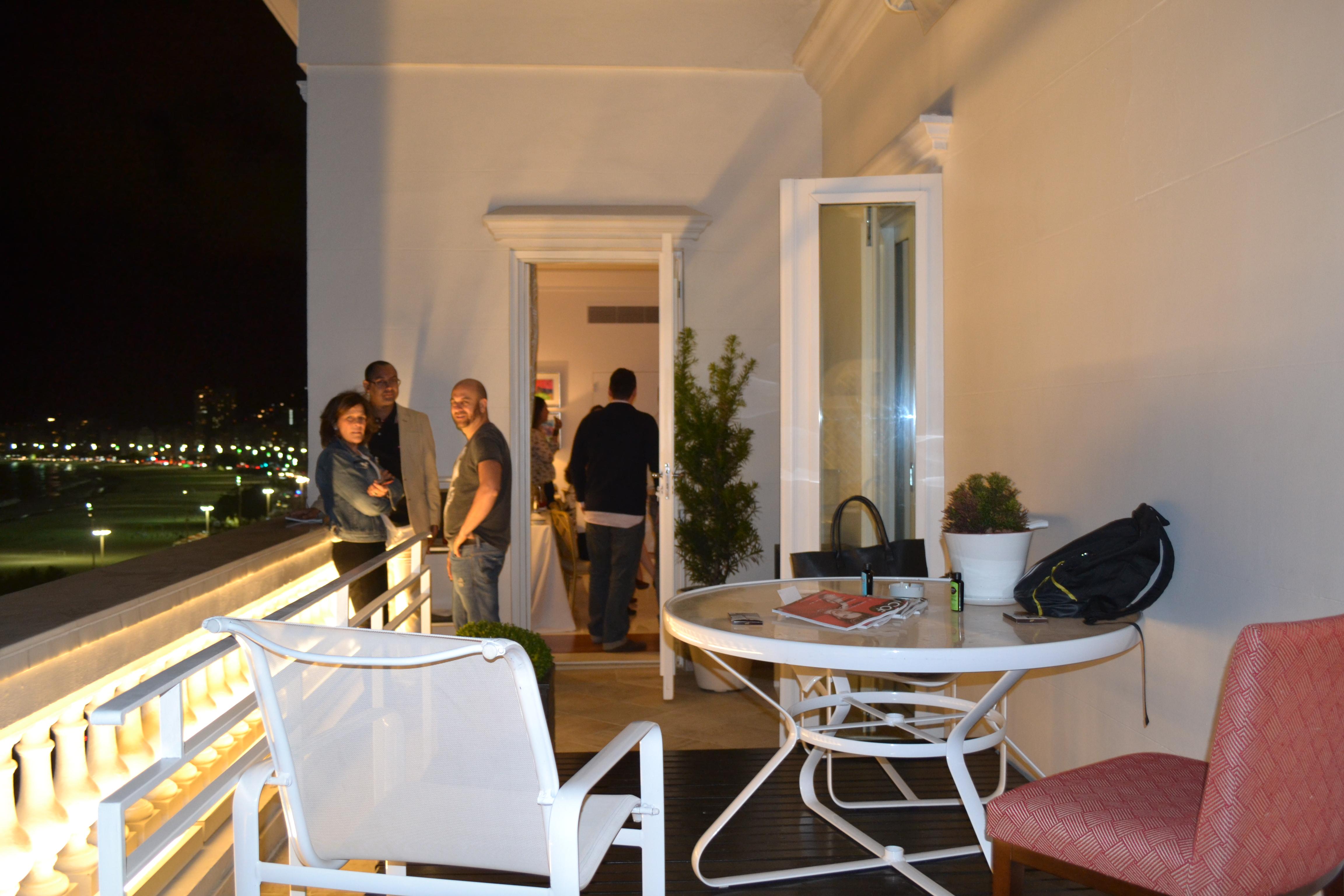 As Meninas Estão Devidamente Hospedadas No Hotel, E Na Suíte Penthouse Foi  Montado O QG (Ela Hospedou Tom Cruise Na Sua última Vinda Ao Brasil).